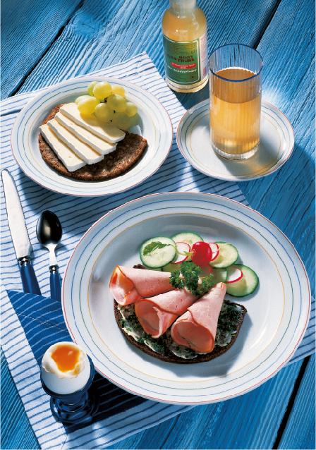 Brotzeit mit Kassler Tzatziki Brot Herzhafter Pumpernickel mit Camembert